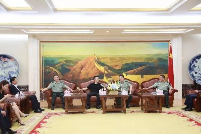 俞凌雄带领中柬商业协会主席团参观访问南京陆军指挥学院
