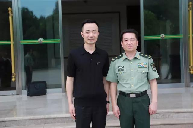 俞凌雄董事长与周道雷将军合影