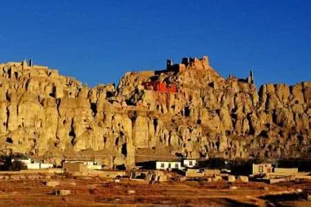 拉萨—阿里南线—喀什—乌鲁木齐20天行程