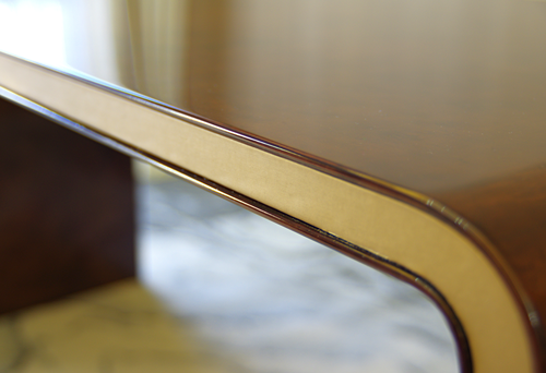 思考-写字桌